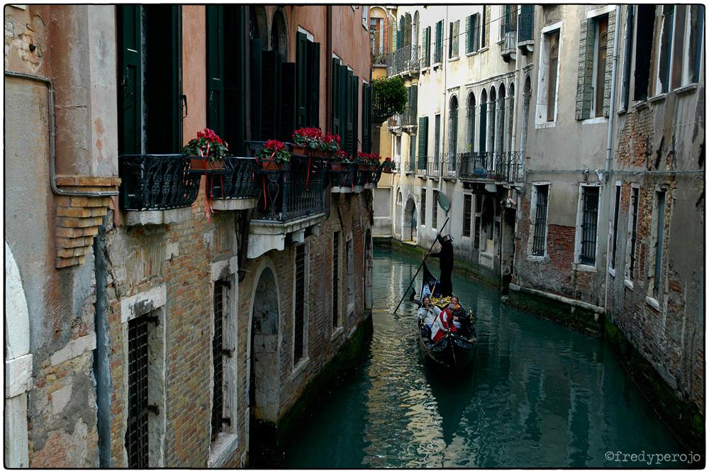 2008_italy_venice_gondola_fp_1000